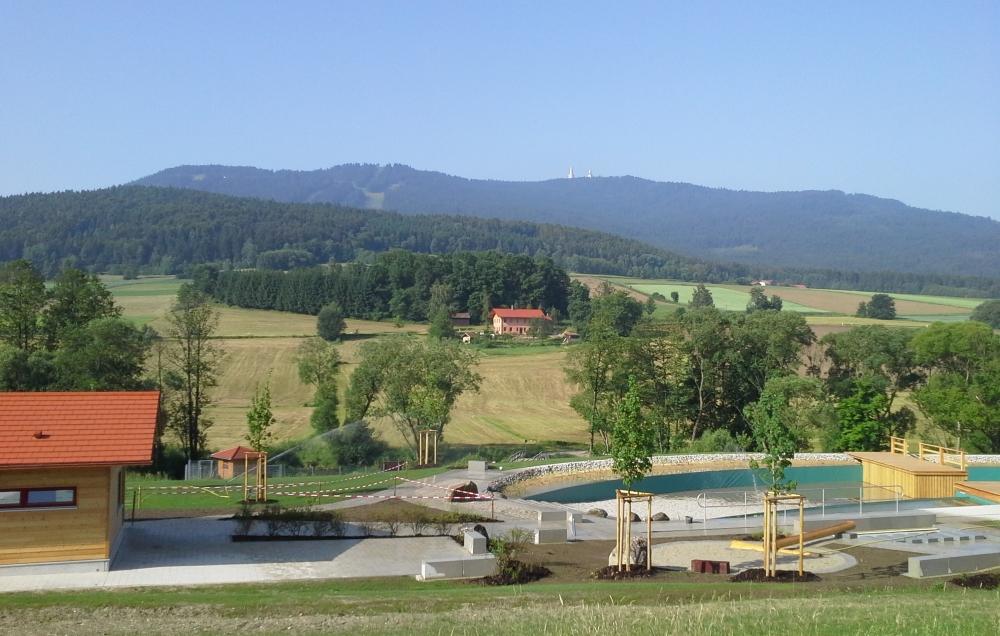 Naturbad mit Hohenbogen-Panorama