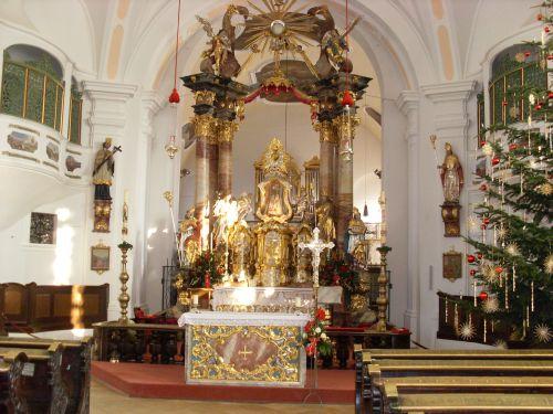 Wallfahrtskirche mit Hochaltar